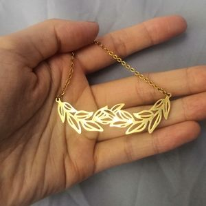 Leafy branches necklace
